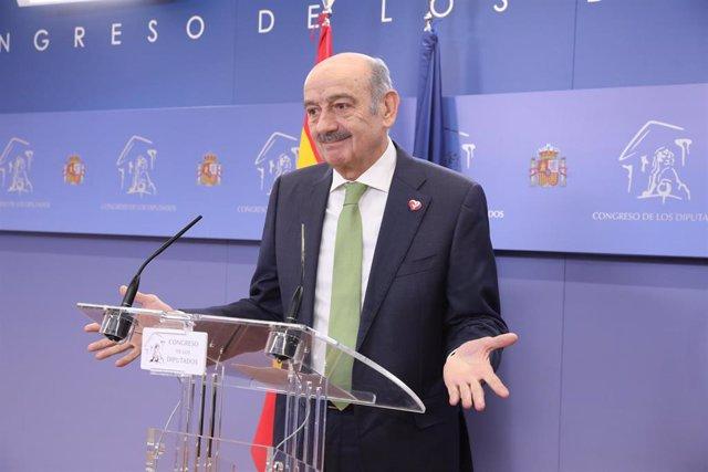 El diputado del Partido Regionalista de Cantabria (PRC), José María Mazón ofrece rueda de prensa en el Congreso de los Diputados tras su consulta con el Rey