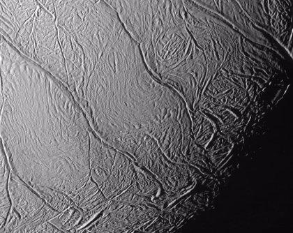 Explicación a las misteriosas 'rayas de tigre' de la luna Encélado