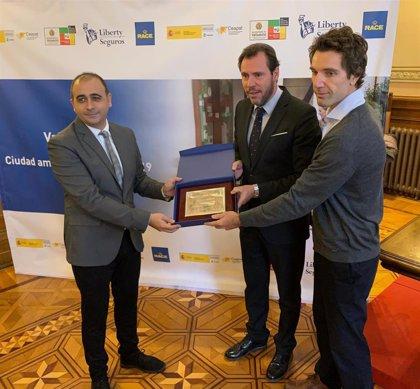 Valladolid, primera ciudad en recibir el sello de Ciudad Amigable y Segura en movilidad en una campaña de RACE y Liberty