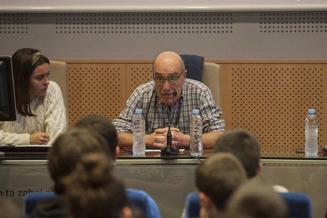 El ex-preso de ETA José Ramón López Abetxuko, durante una charla sobre la situación de los reclusos con enfermedades graves, en el Aulario de las Nieves del Campus de Álava de la Universidad del País Vasco (UPV), en Vitoria a 10 de diciembre de 2019.