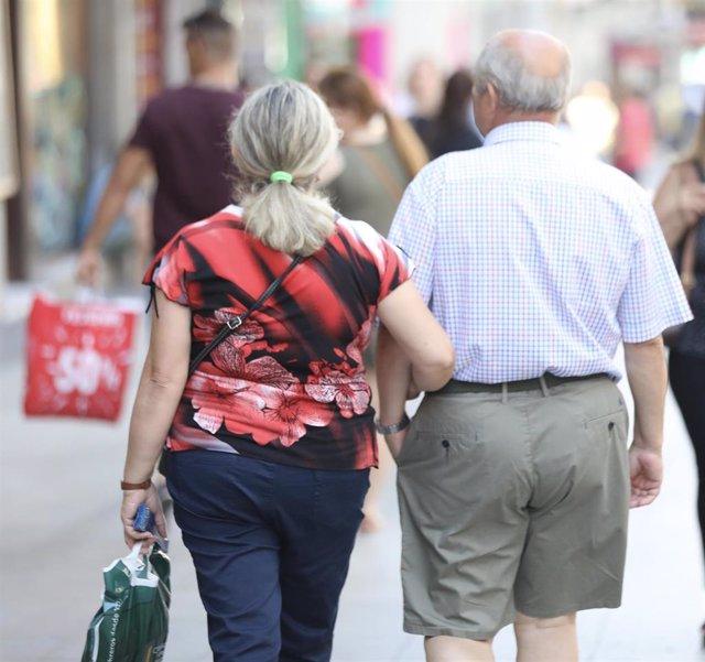 Dos personas mayores, en una imagen de archivo.
