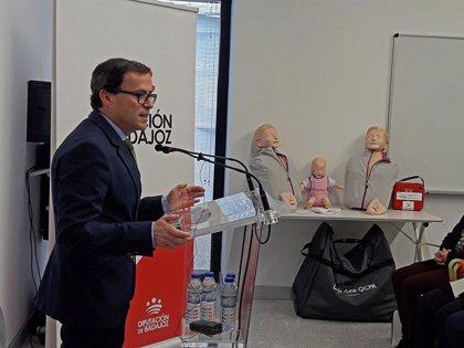 La Diputación de Badajoz adquiere más de 500 desfibriladores para centros educativos de toda la provincia