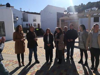 Irene García comprueba el resultado de actuaciones de la Diputación en Zahara de la Sierra y El Gastor