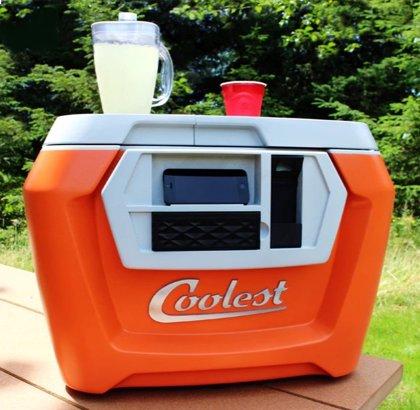 Los mecenas de Coolest Cooler, la nevera todoterreno de kickstarter, solo recibirán 20 dólares tras cerrar la empresa