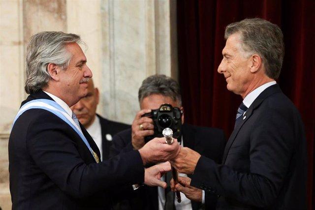 Mauricio Macri pasa el bastón de mando a Alberto Fernández en Argentina
