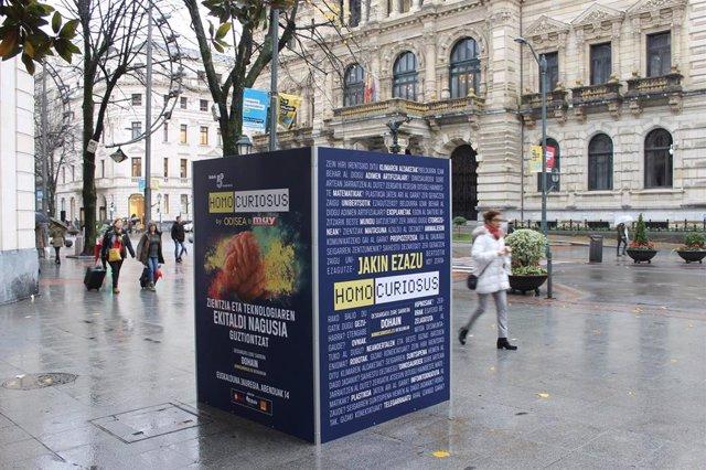 """Publicidad en Bilbao del evento """"Homo Curiosus""""."""