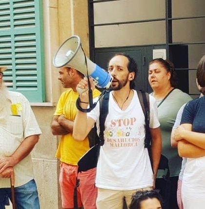 El portavoz de Stop Desahucios detenido espera en el Juzgado para comparecer ante el juez de guardia