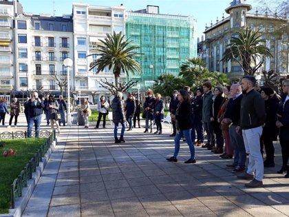 La Corporación municipal de San Sebastián homenajea a las víctimas del terrorismo y la violencia