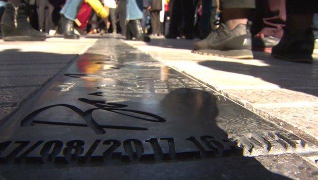Inscripción memorial de las víctimas del atentado de las Ramblas de Barcelona.