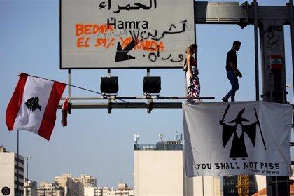 Manifestantes cortan una importante autovía para reclamar la liberación de los detenidos durante las protestas en Líbano