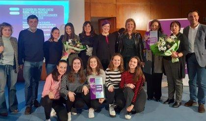 Asociación 13 Rosas de Asturias y el equipo WSTA del Colegio El Regato reciben el Premio Lentxu Rubial por la Igualdad