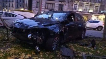 Detenido un conductor tras arrollar presuntamente a un motorista que ha resultado herido en el Paseo del Prado