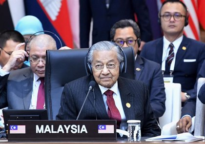 El primer ministro malasio se compromete a dejar su cargo a Anwar Ibrahim, aunque no antes de noviembre