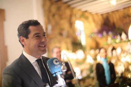 """Juanma Moreno recoge en 'Premios Más' de COPE Málaga el galardón 'Más Elegante' por el """"talante de diálogo y respeto"""""""