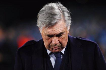 Ancelotti, destituido como técnico del Nápoles tras el pase a octavos de Champions