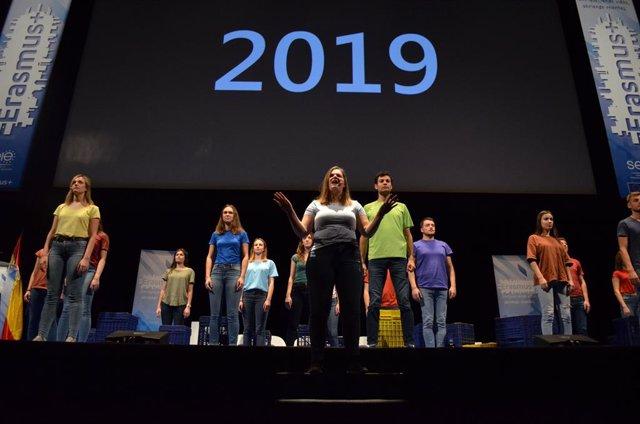 Escena Erasmus de la Universitat de Valncia en el Teatro Real de Madrid