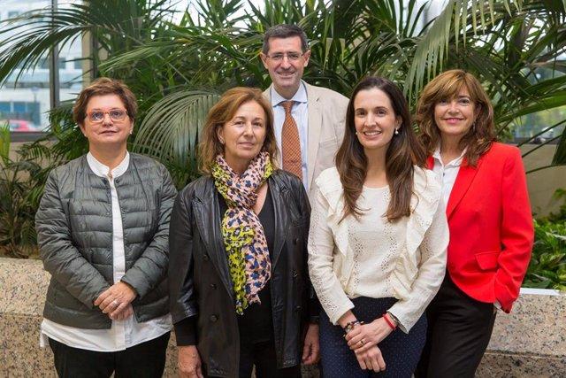 Marta Ferrer, Ana Tabar, Gabriel Gastaminza, Carmen D'Amelio y Blanca García Figueroa, responsables del ensayo clínico contra la alergia al cacahuete