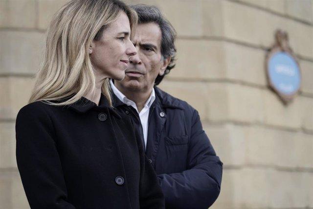 la portavoz del PP en el Congreso, Cayetana Álvarez de Toledo, y el periodista, Arcadi Espada, asisten a un acto público de Libres e Iguales en Bilbao (Euskadi/España) a 6 de diciembre de 2019.