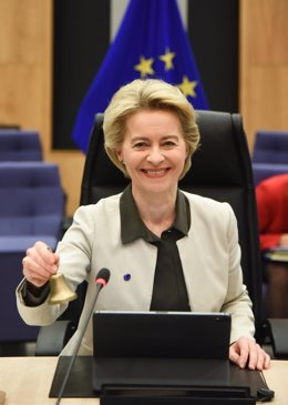 HANDOUT - 11 December 2019, Belgium, Brussels: European Commission President Ursula von der Leyen rings the bell as she opens the European Commission weekly meeting. Photo: Jennifer Jacquemart/European Commission/dpa - ATTENTION: editorial use only and