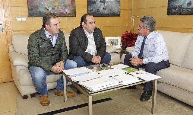 Revilla con alcalde de Camaleño