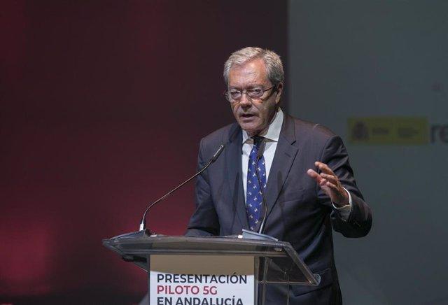 El consejero de Economía de la Junta de Andalucía, Rogelio Velasco, durante su intervención en la presentación  del proyecto Piloto 5G en Andalucía. En el Vodafone 5G Smart Center.     Sevilla, a 28 de noviembre de 2019.