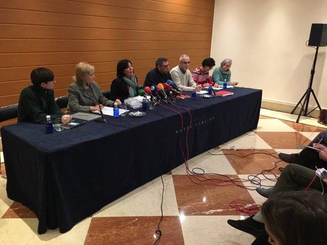 Rueda de prensa de Adostuz y de los sindicatos ELA, LAB, Steilas, UGT y CC.OO. En Bilbao