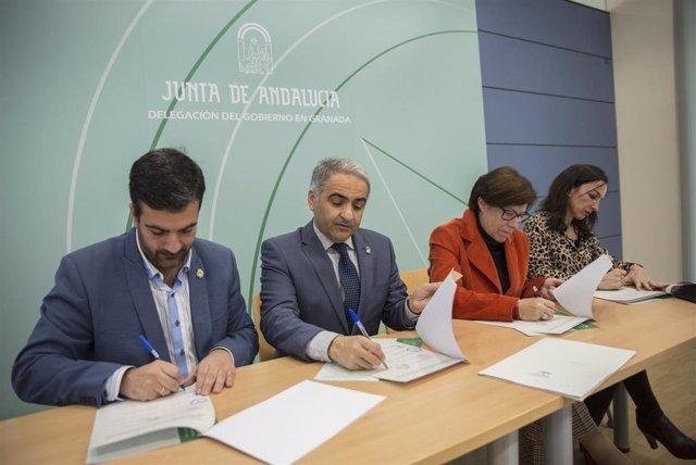 Imagen de la firma del proyecto con los ayuntamientos de las localidades granadinas