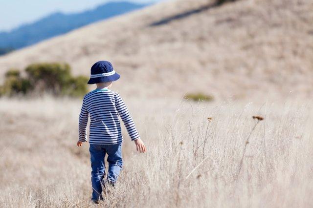 Niño, autismo, campo, aire libre.
