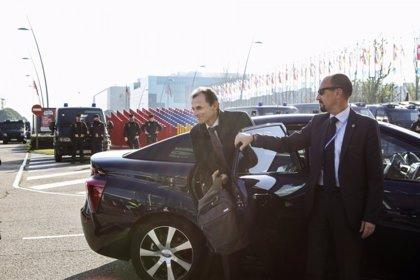 Pedro Duque prueba el Toyota Mirai, eléctrico de hidrógeno, para asistir a la Cumbre del Clima