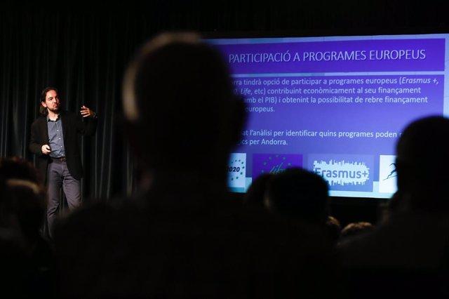 El secretari d'Estat d'Assumptes Europeus, Ladry Riba, durant una de les reunions públiques organitzades per explicar les negociacions.