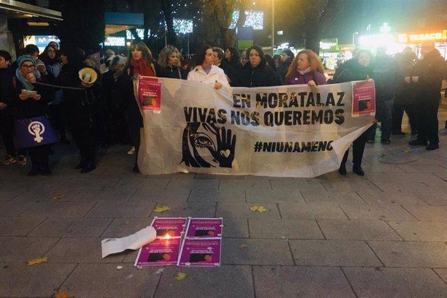 Vecinos de Moratalaz se concentran en recuerdo de Alessia Carralero.