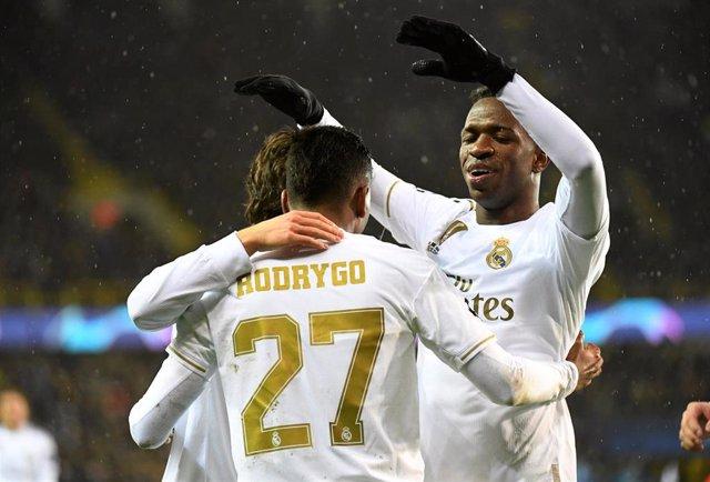 Rodrygo, Modric y Vinicius celebran un gol ante el Brujas