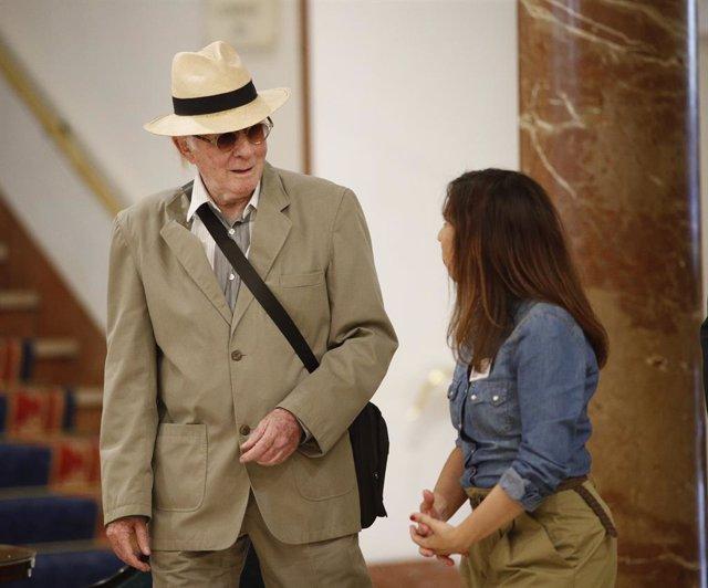 El músic i actor teatral espanyol, líder del grup musical 'Els Canaris', Teddy Bautista, arriba a una Assemblea General Ordinària en l'Hotel Intercontinental de Madrid.