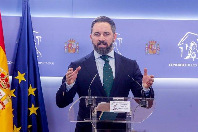 El president de Vox, Santiago Abascal, en  roda de premsa al Congrés dels Diputats després de la seva consulta amb el rei.