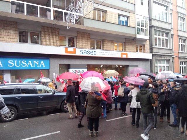 Trabajadores del sector de supermercados frente al Sasec