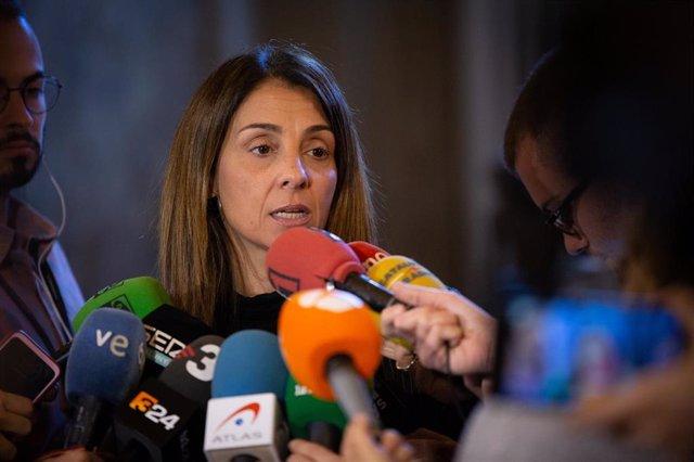 La consellera de Presidencia y portavoz del Govern, Meritxell Budó ofrece declaraciones a los medios de comunicación durante la celebración de la segunda sesión plenaria en el Parlamento, en Barcelona (España), a 12 de diciembre de 2019.