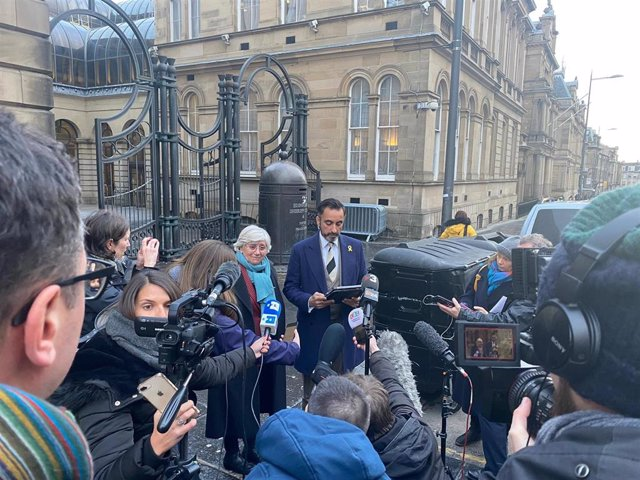 La exconsellera de la Generalitat Clara Ponsatí y su abogado Aamer Anwar