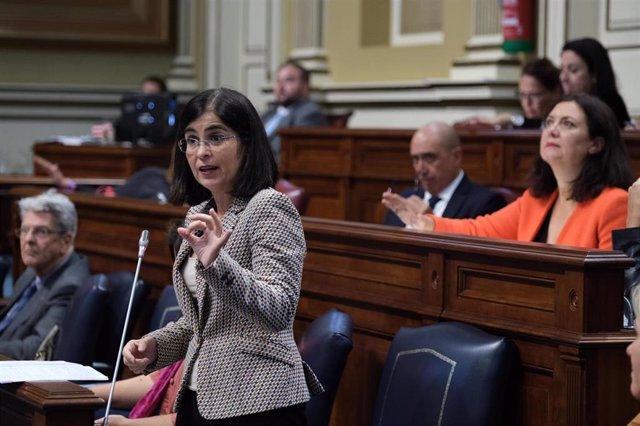 La consejera de Empleo y Economía y Conocimiento, Carolina Darias, en el Pleno del Parlamento