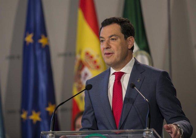 El presidente de la Junta de Andalucía, Juanma Moreno (c), durante su intervención en la recepción con los embajadores de los países de la Unión Europea en España. En el Palacio de San Telmo , Sevilla (Andalucía, España) a 17 de octubre de 2019.