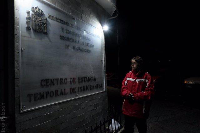 El CETI acepta finalmente a la joven migrante de Melilla que llevaba tres meses durmiendo en un contenedor tras denegársele el asilo