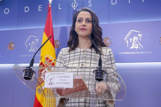 La portaveu de Ciutadans (Cs) a la cambra baixa, Inés Arrimadas, ofereix una roda de premsa al Congrés dels Diputats després de la seva consulta amb el rei sobre una possible investidura del candidat socialista com a President del Govern, a Madrid.