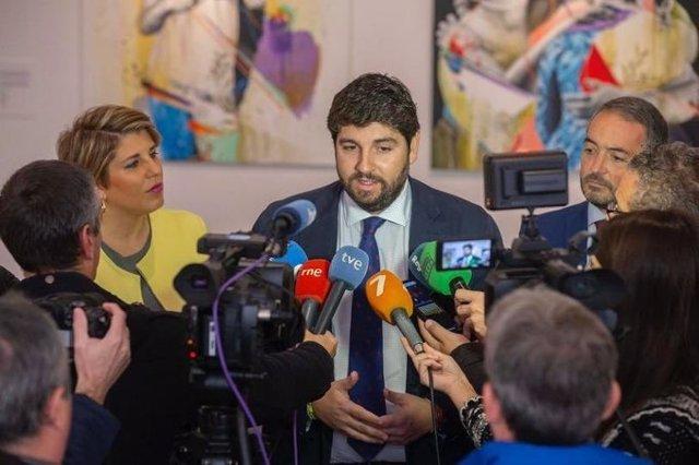 López Miras responde a las preguntas de los periodistas