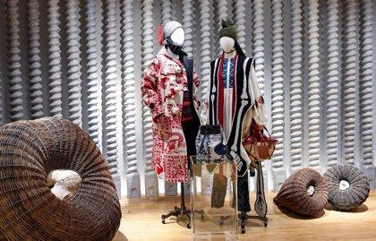 LOEWE abre su primera tienda en Nueva York con el apoyo de Jennifer Coolidge, Maggie Gyllenhaal y muchas más