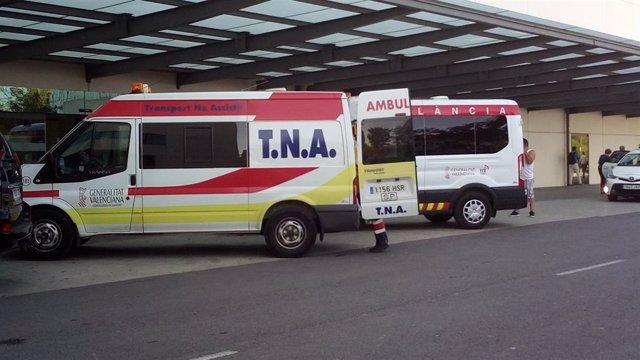 Ambulancia TNA en la puerta del hospital La Fe de València