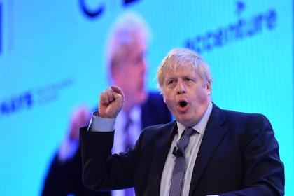 Los conservadores de Johnson lograrían la mayoría absoluta en Reino Unido, según los sondeos a pie de urna