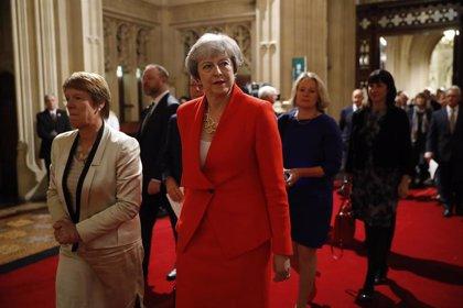 """Theresa May muestra su """"alegría"""" ante la posible victoria de Johnson"""