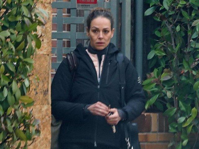Eva González sale de su casa en Madrid
