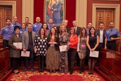 Santa Cruz de Tenerife homenajea a los trabajadores municipales con la entrega de medallas por años de servicio