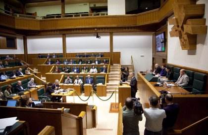 Sánchez llamará el martes a Urkullu, que le planteará traspaso de competencias y temas estructurales de Estado