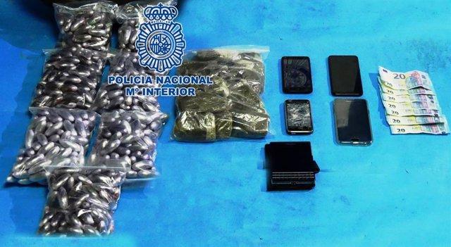 Hachís, móviles y dinero intervenido por la Policía Nacional